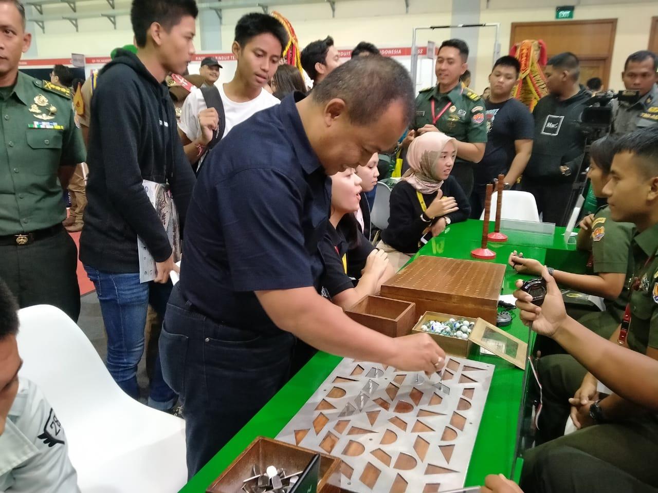 Memperkenalkan Psikologi dalam Rekrutmen Prajurit TNI AD pada Pameran Indonesia Education Training